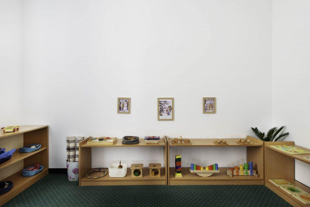 mobilier specific in metoda Montessori
