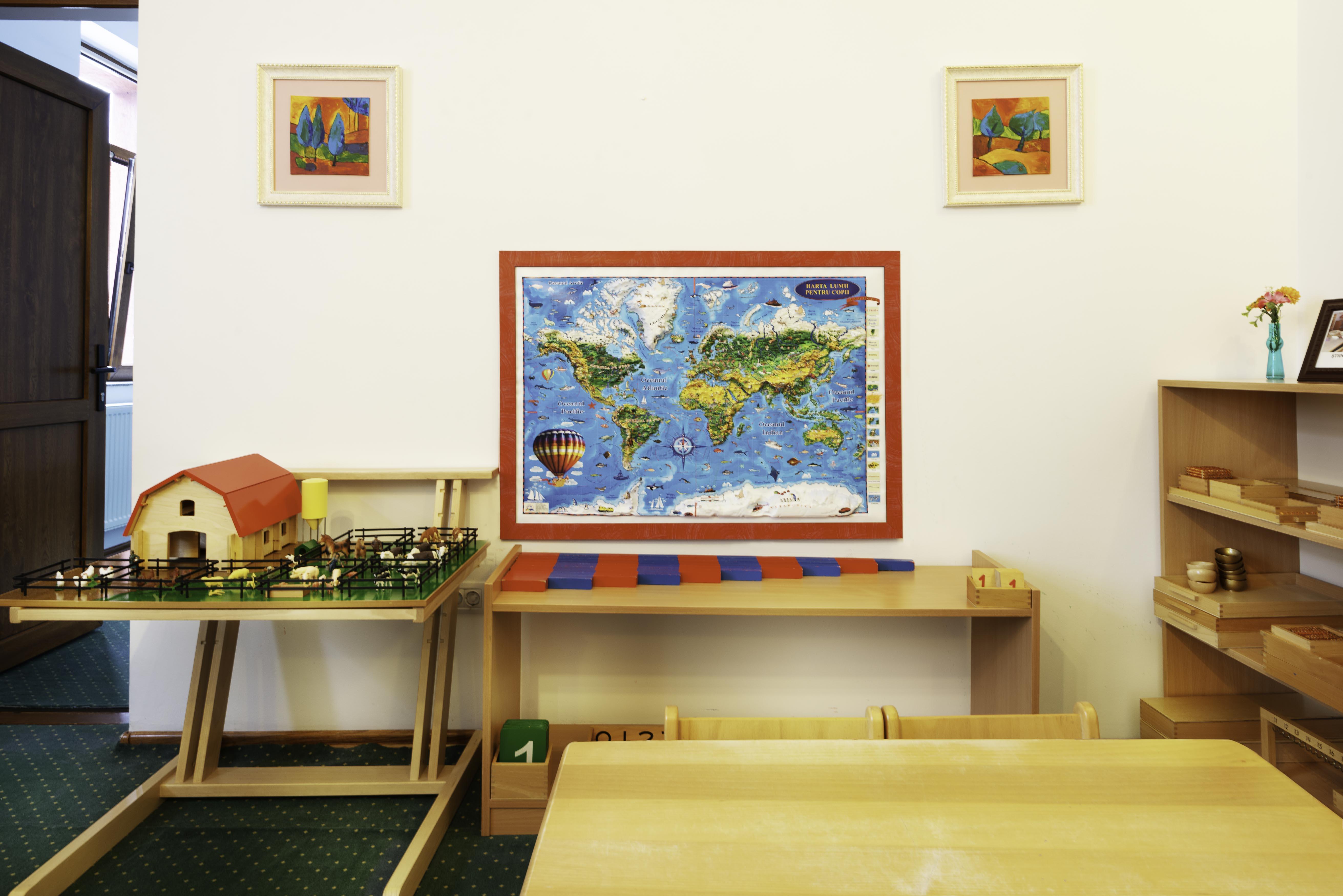 lumea inconjuratoare in mediul Montessori